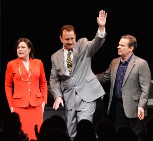 Broadway chama! Tom Hanks retorna aos palcos na pele de jornalista