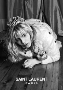 A vez do grunge: Courtney Love é a nova estrela da Saint Laurent Paris