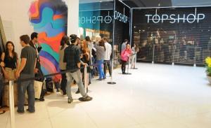 Topshop abre as portas no Iguatemi e atrai multidão no primeiro dia