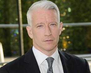 Anderson Cooper curte dias de descanso em Trancoso. Em boa cia….