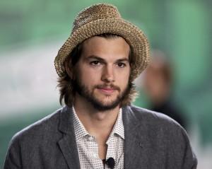 """Bem em """"Two And A Half Men"""", Kutcher recebe superaumento de salário"""