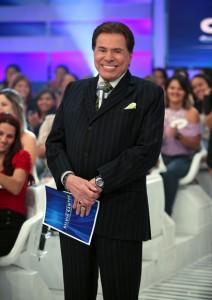 Capa da PODER de abril, Silvio Santos acaba de ligar – e é só elogios