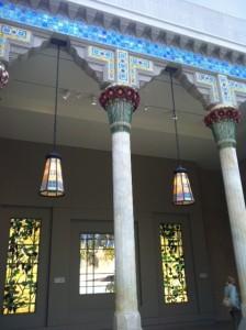Fachada de casa de Louis Tiffany é atração no MET, em Nova York