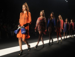 Vem ver os destaques do último dia da semana de moda do Rio