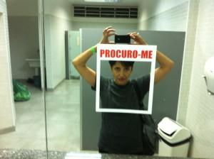 Lenora de Barros faz arte interativa nos banheiros da SP-Arte na Bienal