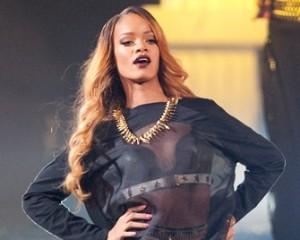 Rihanna está processando a Topshop em US$ 5 milhões. O motivo?