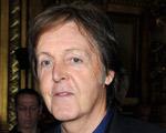 Paul McCartney chegou ao Brasil e o roteiro vai começar. Confira!