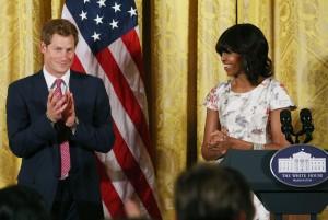 Michelle Obama recebeu um convidado na Casa Branca: o príncipe Harry!