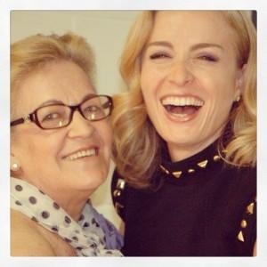 Famosos e glamurettes prestam homenagens para suas mães via Instagram