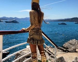 Anna Dello Russo: vestida para matar para o baile da amfAR em Cannes