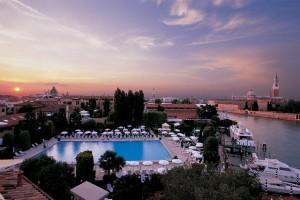 Hotel Cipriani de Veneza propõe jantar nas alturas. Vem fazer o check in