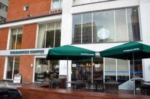 Atenção, pauliceia! Starbucks inaugura nova loja no bairro do Itaim