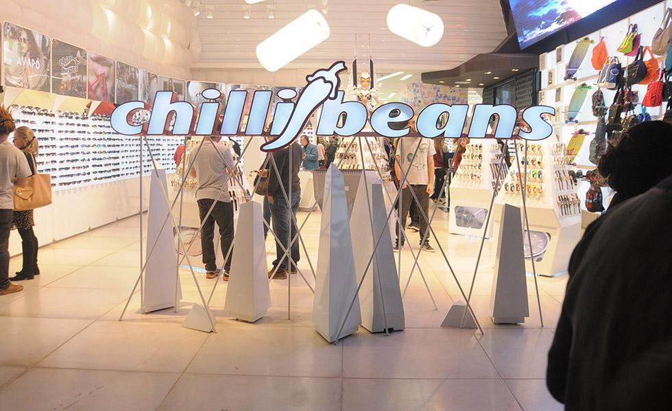 Chilli Beans inaugura espaço cultural na flagship dos Jardins. Aos ... bcfcee2448