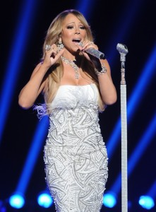 Jurada do American Idol, Mariah Carey é acusada de dublar músicas no programa