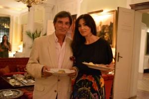 Monica Bellucci, sem Vincent Cassel, em jantar francês no Rio. Vem ver