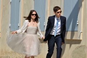 Keira Knightley se casa em segredo no Sul da França. De Chanel, claro…