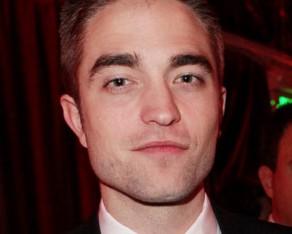 Robert Pattinson está circulando em nova companhia. Quem?