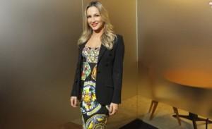 SKY anuncia novidades de 2013 com pocket show de Claudia Leitte. Confira