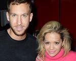 A popstar Rita Ora faz declaração de amor em público ao novo namorado