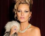 Kate Moss aparece mais diva do que nunca em festa na capital britânica
