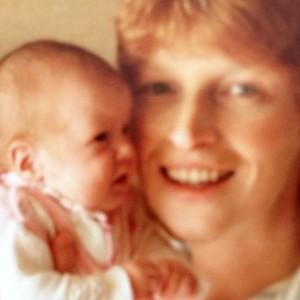 Quer ver Lara Stone ainda bebê, no colo da mãe? Pode entrar