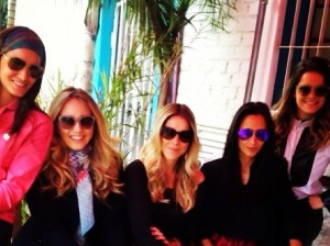 Embaixadoras da Vogue Eyewear armam jantar para o Dia dos Namorados