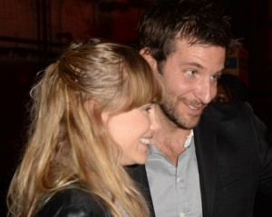 Bradley Cooper assume de vez nova namorada – 18 anos mais nova!