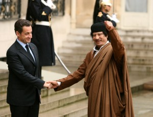 Bomba no quintal de Sarkozy: polêmica envolve ditador Muamar Kadafi