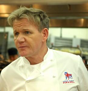 Funcionários de Gordon Ramsay colocam o chef-enxaqueca na justiça