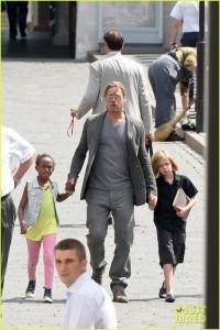 Brad Pitt troca Brasil pela Rússia e faz turismo com as filhas