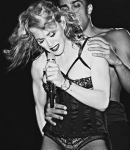 E ela não para! Última turnê de Madonna rende ensaio fotográfico dramático. Vem ver