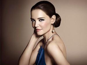 Katie Holmes aparece deslumbrante em campanha de beauté