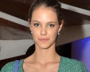"""Laura Neiva e a parceria com a Chanel: """"Pra que tanta bolsa?"""""""