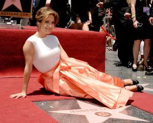 Jennifer Lopez chora ao receber estrela da Calçada da Fama em L.A