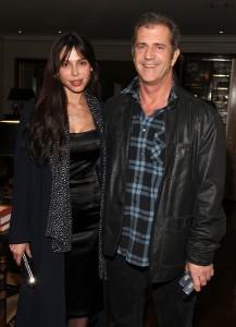 Agredida pelo ator, ex de Mel Gibson entra na luta contra a violência