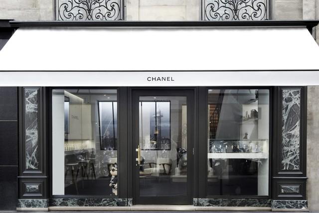 a5aabea8bc3 Paris chamando  Chanel acaba de abrir pop up store de relógios ...