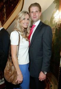 Filho de Donald Trump faz pose de romântico e Glamurama conta a história