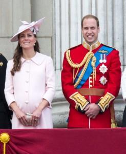 Nasceu! Veio ao mundo herdeiro do trono real britânico. E é um menino!