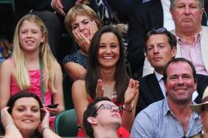 Enquanto o herdeiro do trono britânico não chega, Pippa Middleton e outras celebs curtem Wimbledon