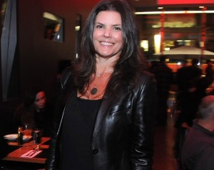 Daniela Cutait comemora aniversário com festa grega. Entenda