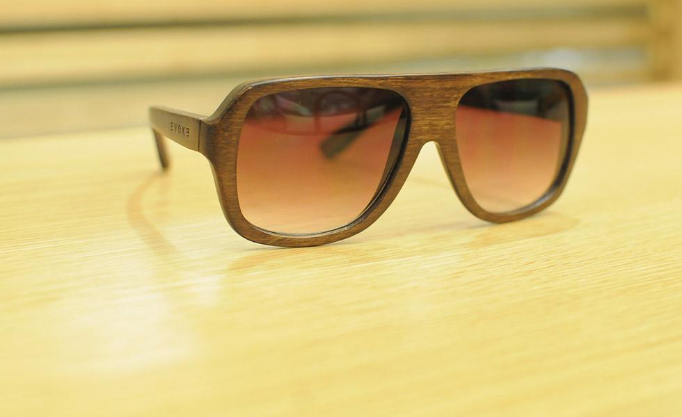 9470909370392 Óculos de madeira são as novas peças-desejo dos homens antenados ...