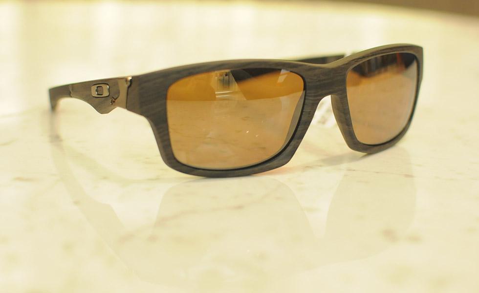 4c8c62c2700cb Óculos de madeira são as novas peças-desejo dos homens antenados ...