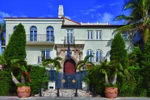 Mansão de Gianni Versace será leiloada com lance mínimo de US$ 25 milhões