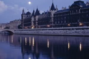 François Pinault exibe coleção de Damien Hirst e outros artistas em Paris