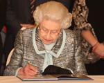 Mera formalidade, mas Elizabeth II aprova casamento gay na Inglaterra