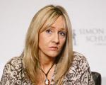 """Escritora de """"Harry Potter"""" não parece muito contente. O motivo?"""