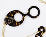 79db367e0 Desejo do Dia: charme vintage no lorgnon Ventura. Híbrido de óculos e colar