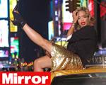 Tchau, Cara Delevingne. DKNY contrata nova garota-propaganda. Quem?