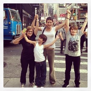 Isabeli Fontana, em Nova York. Desta vez, de férias e em família. Espia só