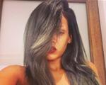 Rihanna muda o visual e aparece de cabelo cinza. Olha só!